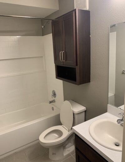 Calloway Cove Apartments - bathroom